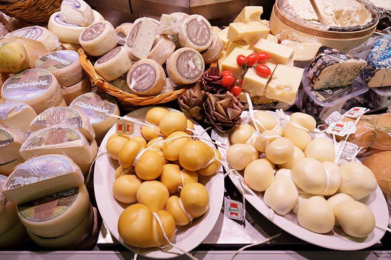 Selezione formaggi freschi e stagionati DOP e DOC